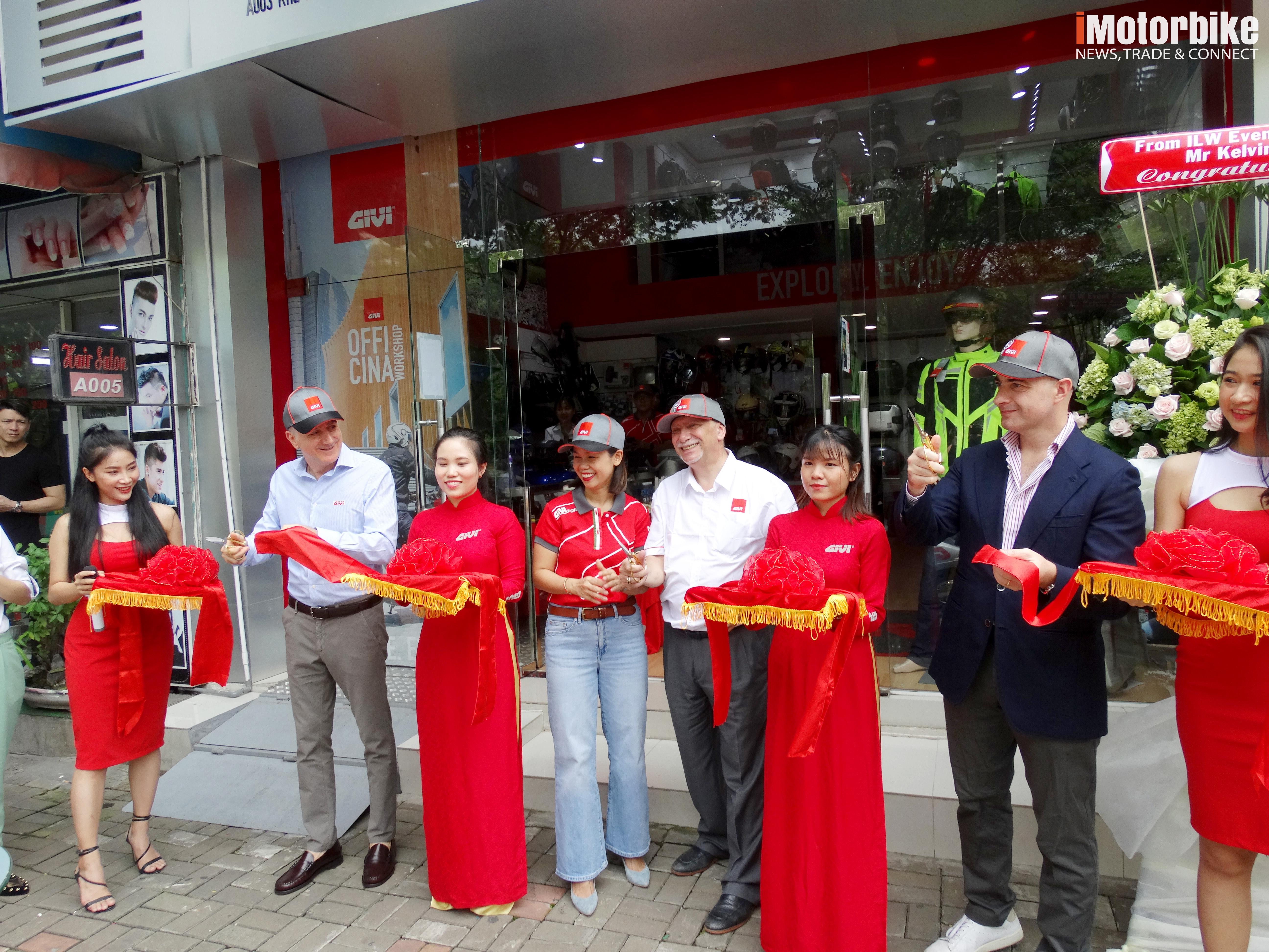 Toàn cảnh buổi lễ khai trương cửa hàng Givi Point thứ 2 tại Việt Nam