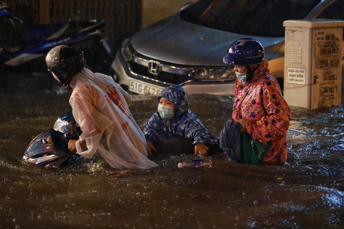 Cách xử lý xe máy sau khi bị ngập nước như thế nào là an toàn?