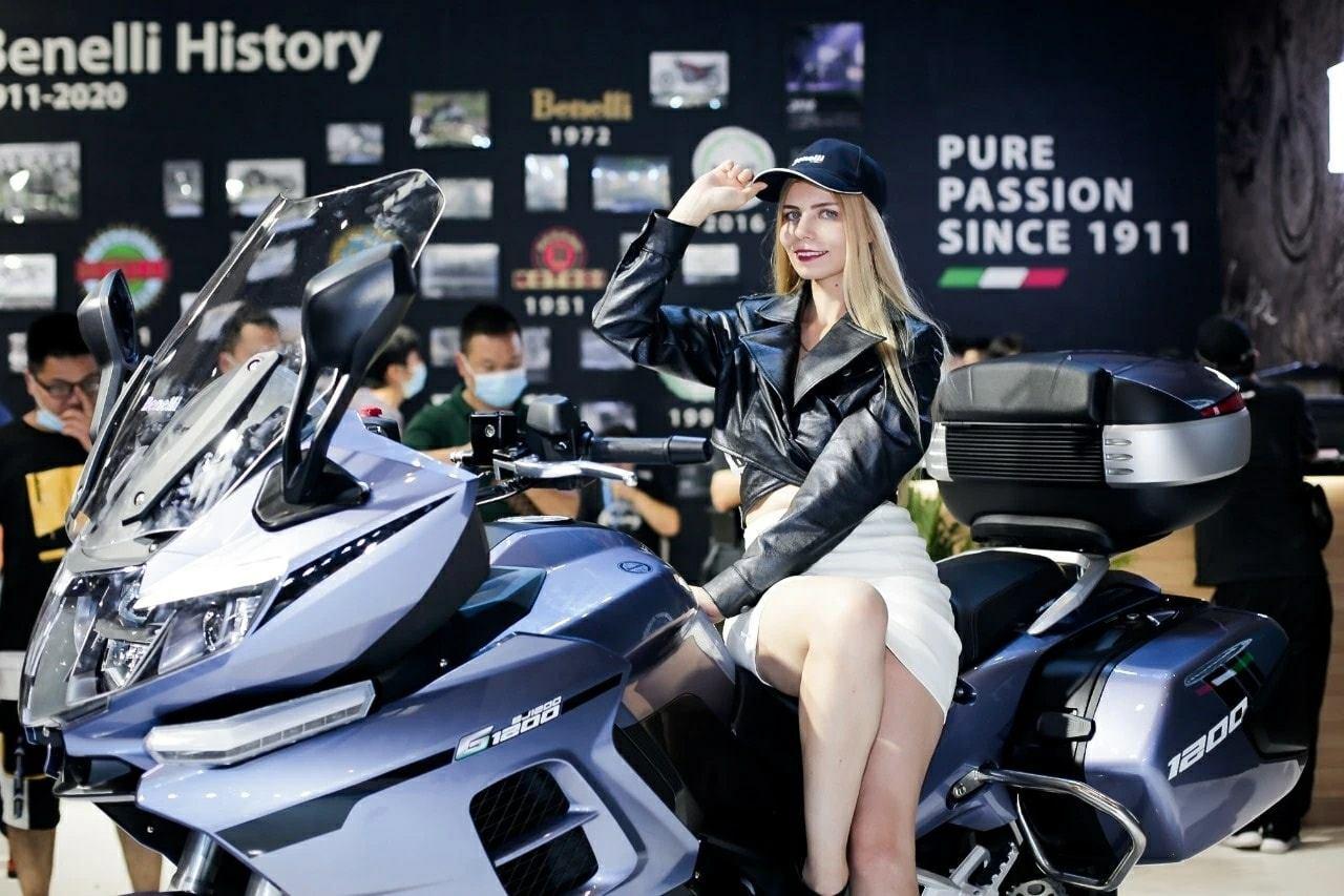 Benelli ra mắt mẫu Touring 1200cc sử dụng động cơ 3 xylanh G1200