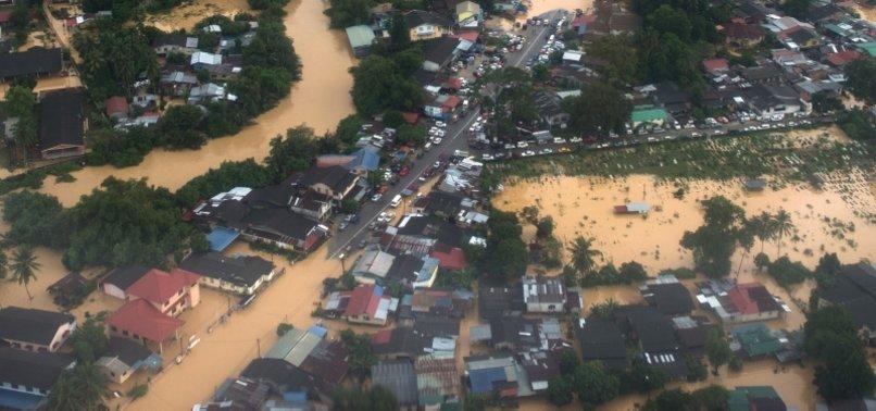 Cục Giao thông Đường Bộ Malaysia miễn thuế đường bộ, phí cấp và đổi giấy phép lái xe cho nạn nhân lũ lụt