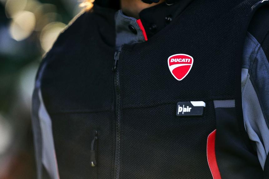 Ducati Smart Jacket - Dòng áo giáp mô tô, với trang bị túi khí cực đỉnh!